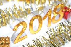 Icona digitale dorata 2018 3d con il contenitore di regalo Fotografia Stock Libera da Diritti