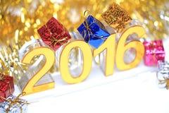 Icona dorata 2016 3d con il contenitore di regalo Fotografie Stock