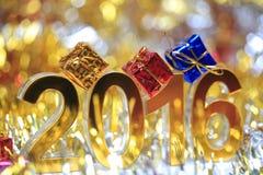 Icona dorata 2016 3d con il contenitore di regalo Fotografia Stock Libera da Diritti