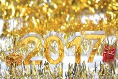 Icona dorata 2017 3d con il contenitore di regalo Immagine Stock Libera da Diritti