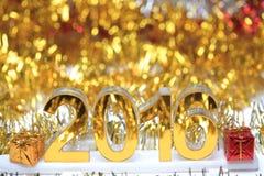 Icona dorata 2016 3d con il contenitore di regalo Fotografie Stock Libere da Diritti
