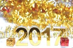 Icona dorata 2017 3d con il contenitore di regalo Fotografie Stock Libere da Diritti