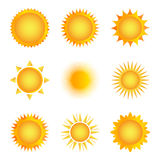 Icona dorata del sole su un fondo bianco Illustrazione di vettore immagini stock libere da diritti