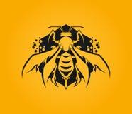 Icona stilizzata dell'ape sull'esagono con il favo illustrazione di stock