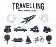 Icone d'annata strutturate disegnate a mano di viaggio messe Fotografie Stock