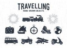 Icone d'annata strutturate disegnate a mano di viaggio messe Immagine Stock