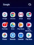 Icone dei apps di Google sullo schermo di Samsung S8 Fotografia Stock Libera da Diritti