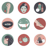 Icone del cerchio con gli oggetti della stazione termale di bellezza Fotografia Stock