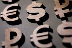 Icone del dollaro, dell'euro, della sterlina, della rublo e del bitcoin fotografia stock
