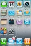 Icone dell'applicazione sulla visualizzazione principale di iPhone Fotografie Stock Libere da Diritti