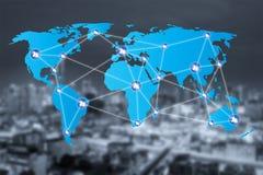 Icone della connessione di rete della gente con il collegamento della mappa di mondo Immagine Stock Libera da Diritti