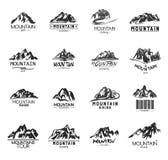 Icone della montagna messe su fondo bianco Logos monocromatico delle montagne Fotografia Stock