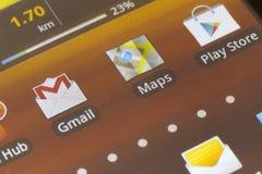 Icone di androide sullo schermo di smartphone Fotografia Stock