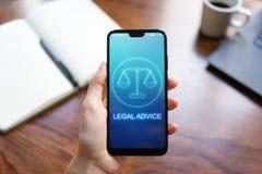 Icone di consiglio legale sullo schermo del telefono cellulare Avvocato, consultazione, supprot Concetto di affari fotografia stock