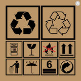 Icone di movimentazione delle merci usate accanto alle scatole ed all'imballaggio Fotografie Stock Libere da Diritti
