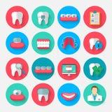 Icone di odontoiatria isolate in uno stile piano di progettazione Vector gli elementi di simboli dell'illustrazione sull'argoment illustrazione vettoriale