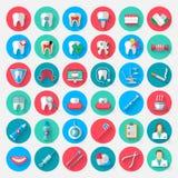 Icone di odontoiatria isolate in uno stile piano di progettazione Vector gli elementi di simboli dell'illustrazione sull'argoment illustrazione di stock