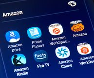 Icone differenti di applicazioni di Amazon Android su Samsung S8 Immagine Stock Libera da Diritti