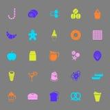 Icone dolci di colore di alimento su fondo grigio Fotografie Stock Libere da Diritti