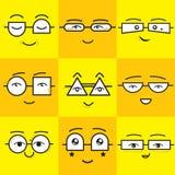 Icone quadrate gialle ed arancio sveglie dei fronti di sorriso degli emoticon degli autoadesivi messe Fotografie Stock Libere da Diritti