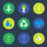 Icone verdi di riciclaggio e di energia messe Fotografia Stock