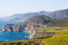 Iconic Bixby överbryggar i stora Sur, Kalifornien Arkivbilder