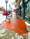 Iconic Cherry Street med fred av meningsbokhandeln på snöig dag i Tulsa Oklahoma USA December 5 2013 Arkivfoto