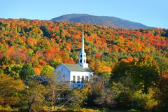 Free Iconic Church In Stowe Vermont Royalty Free Stock Photography - 112388967