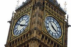 ICONIC LONDON FÖR TORN FÖR SIKTBIG BEN KLOCKA SLUT UPP DEN METADE VISARTAVLAHANDFRAMSIDAN royaltyfri bild