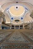Iconic malaysisk islamisk moské som ber domstolen Arkivfoton