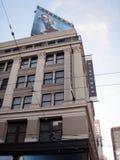 Iconic Niketown i historisk byggnad och affischtavla ovanför featur Royaltyfria Foton