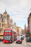 Iconic röd buss för dubbel däckare i London, UK Royaltyfria Bilder
