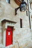 Iconic röd stolpeask i tornet av London Royaltyfri Fotografi