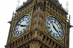 ICONIC SIGHT BIG BEN CLOCK TOWER LONDON CLOSE UP DIAL HANDS FACE ANGLED Royalty Free Stock Image