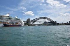 Iconic Sydney Harbor Bridge i AUSTRALIEN Arkivbild