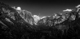 The iconic view of Yosemite Valley and the magnificent El Capitan from Tunnel View in California, USA stock photo