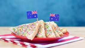 Iconisch traditioneel Australisch partijvoedsel, Feebrood met vlaggen royalty-vrije stock afbeelding