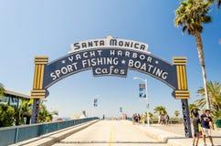 Iconische de ingangsboog van Santa Monica, Californië stock foto