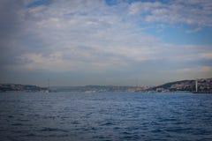Iconische mening van de tweede brug van Istanboel, de 15 Juli-Martelaren Bridg Stock Afbeelding