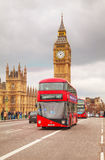 Iconische rode dubbele dekbus in Londen Stock Foto's
