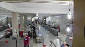 Iconische Taza-bazaar in centraal Baku vlees en vissen voor verse verkoop stock video