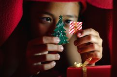 Icono asiático de la caja de regalo del control del niño Fotografía de archivo libre de regalías