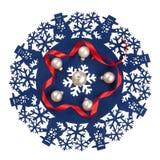 Icono azul de la Navidad adornado con la cinta roja de los muñecos de nieve y las chucherías blancas Fotos de archivo