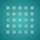 Icono blanco de los copos de nieve en cuesta verde y blanca del fondo de la pendiente Foto de archivo libre de regalías