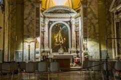 Icono con la imagen de los apóstoles santos con las estatuas de mármol en el delle Tre Fontane de Abbazia, en el martirio del apó Fotos de archivo libres de regalías