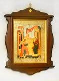 Icono cristiano de madera en el fondo blanco imagen de archivo