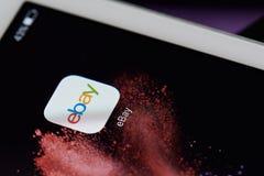 Icono de Ebay en la pantalla de la tableta Imagen de archivo libre de regalías