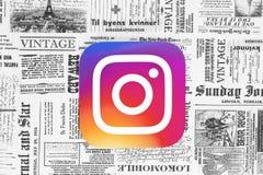 Icono de Instagram en fondo retro del periódico ilustración del vector
