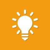 Icono de la bombilla con la sombra en un diseño plano en un fondo anaranjado libre illustration