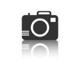 Icono de la cámara con efecto de la reflexión sobre el fondo blanco Foto de archivo